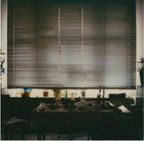 Susanne Pareike - Fenster im Gegenlicht mit Tisch - Digitale Malerei