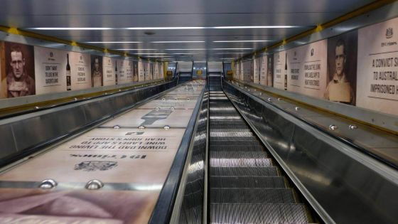 <em>kunstwerk/artwork bearbeiten</em>: Bondi Junction Escalator 17.11.2019 - 15:59